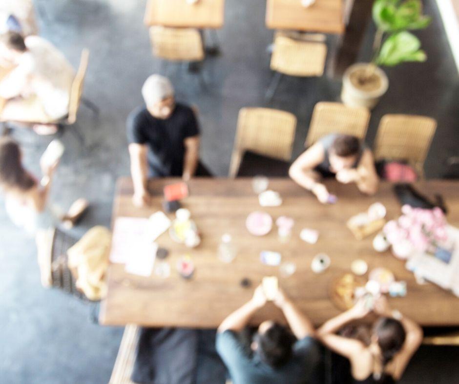 hof-bsyonder-mensen-tafel